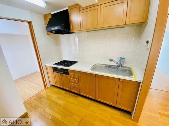 キッチン 浄水器付水栓!同時にたくさんのお料理ができる3口コンロ。凝ったお料理もまとめて作れます。