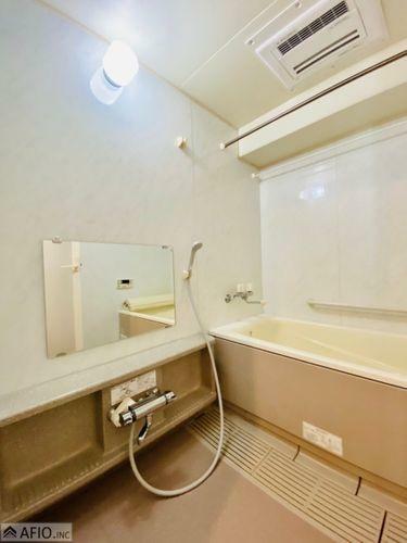 浴室 浴室暖房あり。洗濯物を乾かしたり、冬場の浴室でも快適に過ごせます。