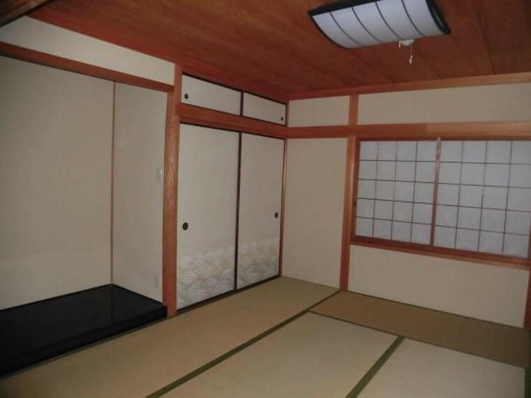(リフォーム前写真)1階和室です。畳の表替え、障子の張り替えを行います。広縁の前には内庭もあります。