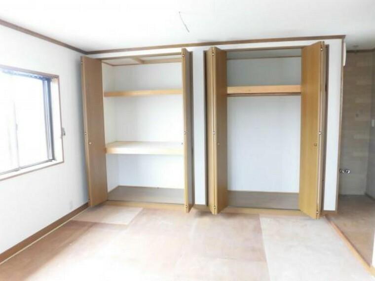 (リフォーム中8/23撮影)2階駐車場上の和室は洋室に変更します。洗面スペースもあり、部屋を出るとすぐにトイレもある、使い勝手の良いお部屋です。
