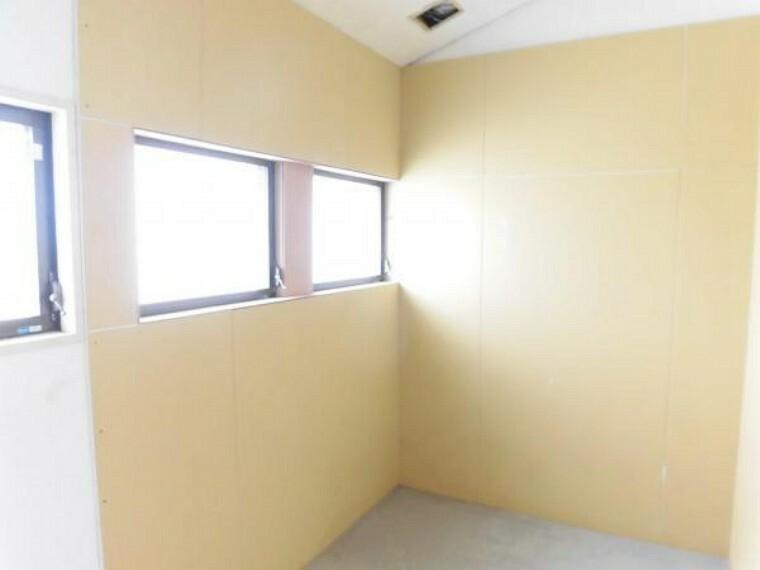 収納 (リフォーム中8/29撮影)2階の浴室があった場所は納戸に変更しています。収納スペースがあるのは便利ですよ。