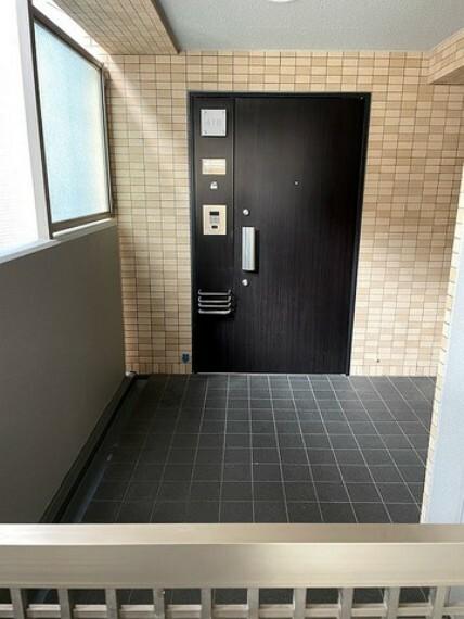 玄関 玄関ポーチになっているので、プライバシーも確保できますね。