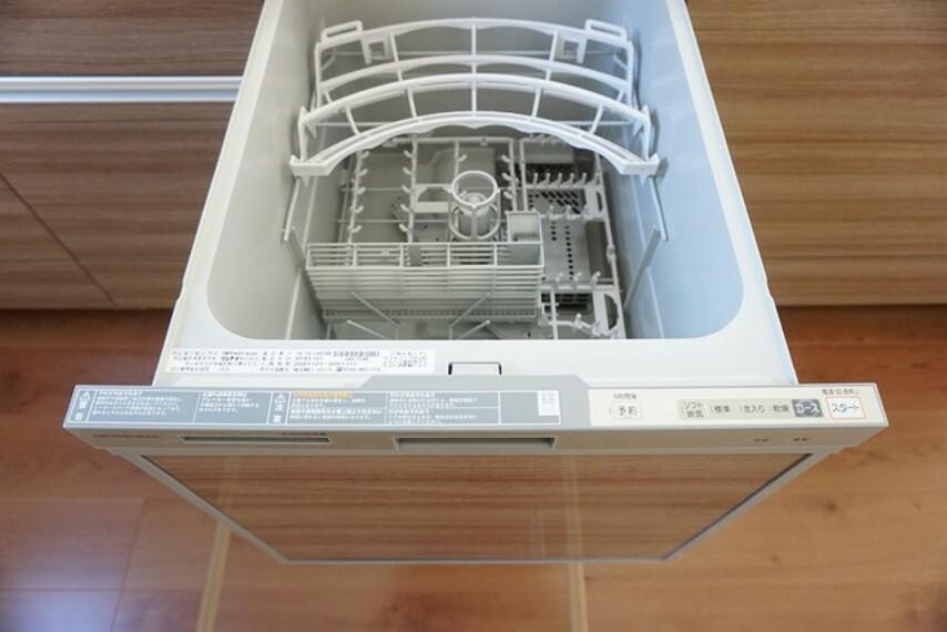キッチン 同仕様写真。食器洗い乾燥機付なので、家事の短縮になり主婦には大変喜ばれます^^