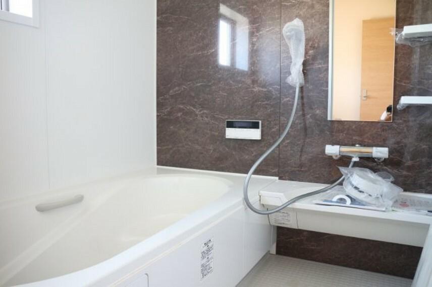 浴室 ●同施工会社施工例●雨の日のお洗濯に大活躍な浴室乾燥機付!広々浴室1坪タイプ!