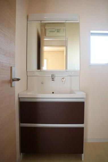 洗面化粧台 ●同施工会社施工例●暮らしを快適に変える、シャワー付き洗面化粧台
