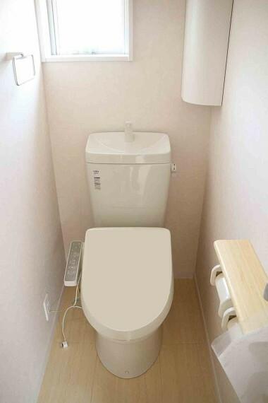トイレ ●同施工会社施工例●水機能付きシャワートイレです!!