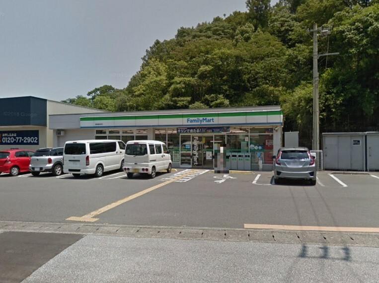 コンビニ 【コンビニエンスストア】ファミリーマート高知福井町店まで510m