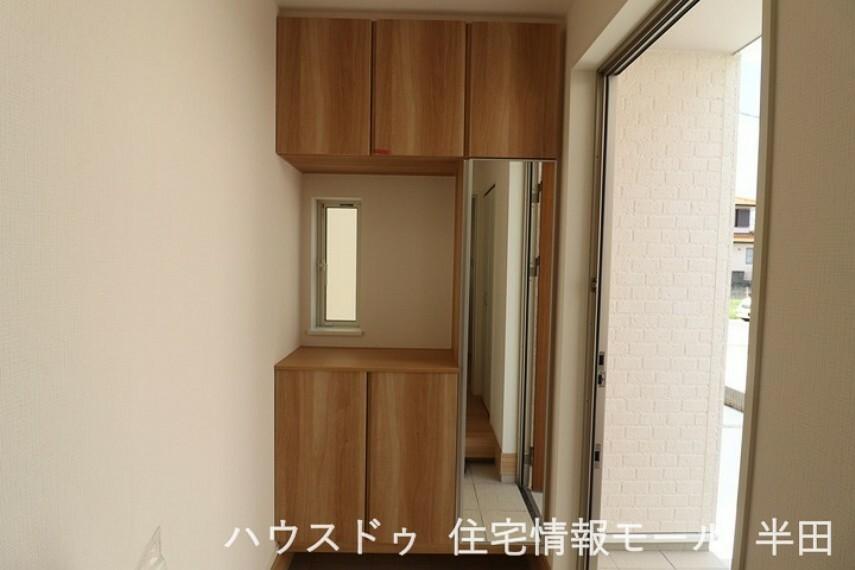 玄関 シューズボックスが備わった玄関です。