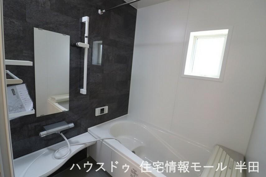 浴室 ゆったりとした広さのバスルーム ご家族でゆっくり寛げます