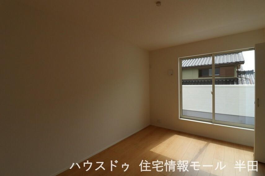 子供部屋 6.7帖の洋室はバルコニーに面した明るい居室です。