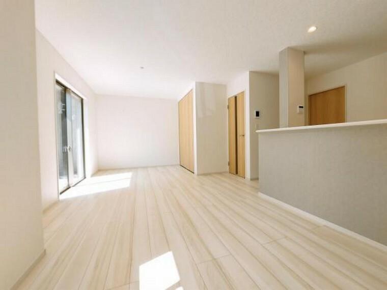 居間・リビング 食と寛ぎのスペースを程よく分けられます。