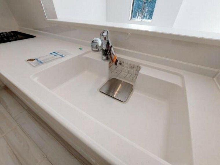 キッチン 繋ぎ目の少ないシンクはお掃除もしやすいのがいいですね