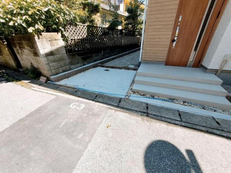 玄関横の土間は自転車などを置くのにいいですね。