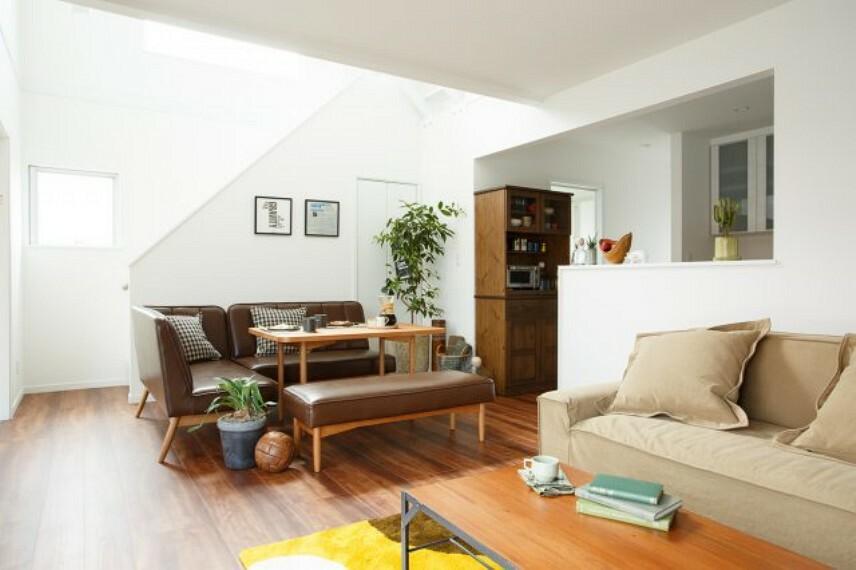 居間・リビング 施工例、明るいリビング