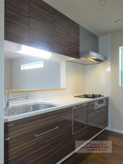 キッチン 会話を楽しみながらお料理できる対面キッチン! 食洗器が家事をしっかりサポートしてくれます!