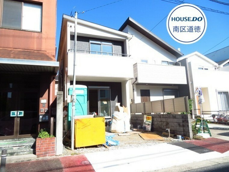 外観・現況 内装工事中です。建築中の現場を見学できるチャンス!物件のすぐ向かい側に、「名古屋要町郵便局」があります。 (2021年10月26日撮影)