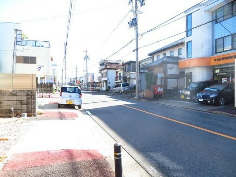 現況外観写真 南側前面道路です。「名古屋要町郵便局」がすぐ南側にあります。 (2021年10月26日撮影)