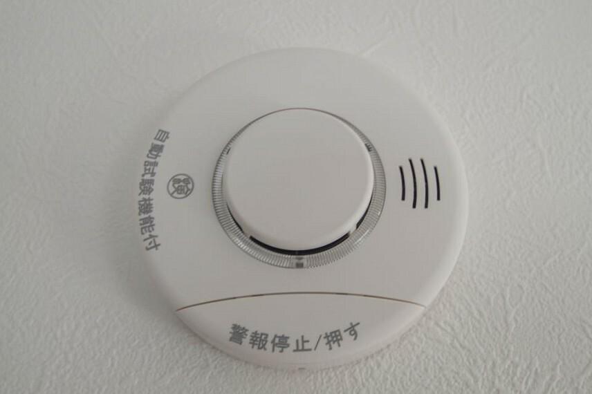 予期せぬ火事。火災警報器で助かる命があります。火災は決して他人事ではなく、どこの家庭でも起こり得ることです。万が一の時でも、火災警報器が、いち早く火災を知らせてくれます。