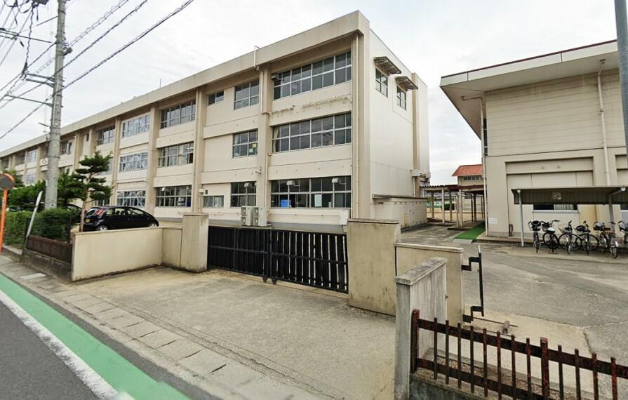 中学校 生徒数は約408名、教員数は約31名です!庄小学校、庄保育園が隣にあります!