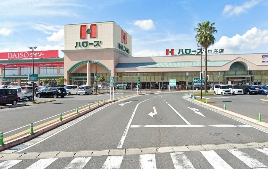 スーパー 24時間営業しているので、便利ですね 駐車場も広々としています!