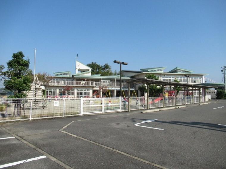 幼稚園・保育園 【桑陽保育所】 園庭がひろく、のびのびと過ごせます。他学年の小と触れ合う機会の多い保育園です。