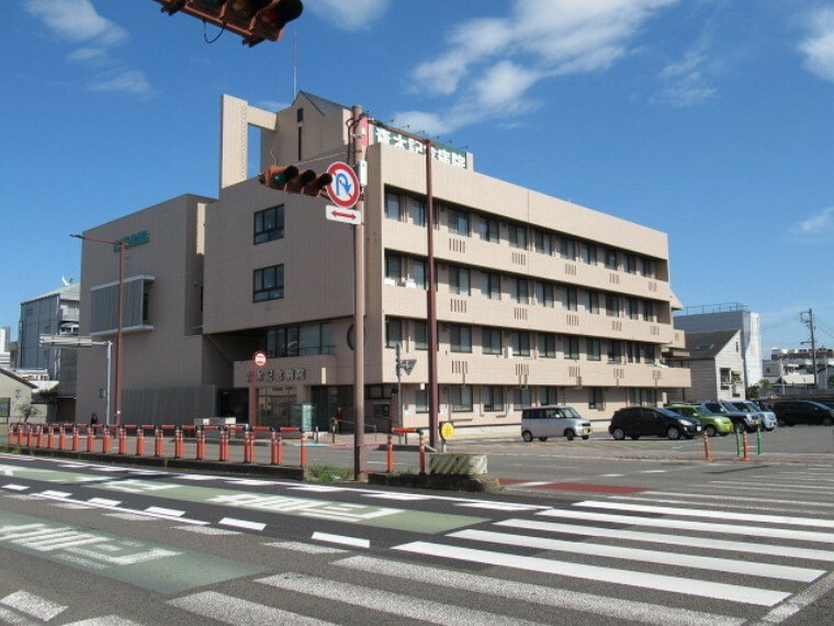 病院 【青木記念病院】 一般外来のほか、24時間365日体制で救急外来の診療も受け付けています。 【病床数】急性期一般病棟46床/地域包括ケア病棟58床
