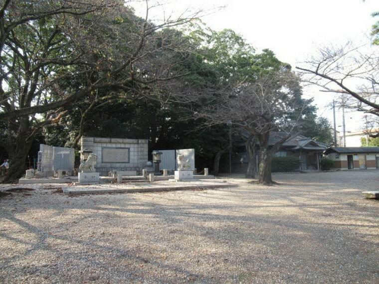 公園 【走井山公園】 勧学寺に隣接した公園です。 園内には戦没者慰霊碑、庚申供養塔、白龍龍神、お菊稲荷があり、駐車場・トイレも完備しています。