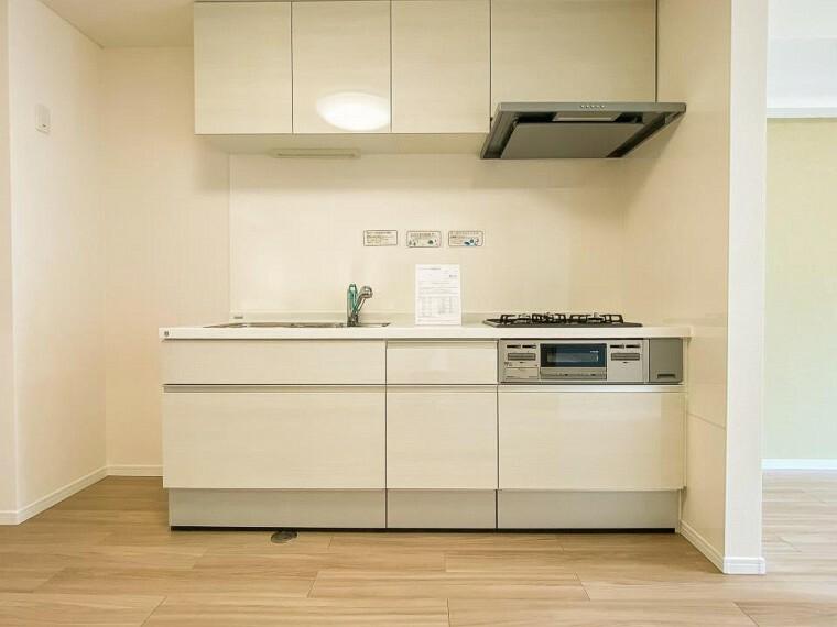 キッチン お手入れのしやすいすっきりしたシステムキッチンを採用しました。