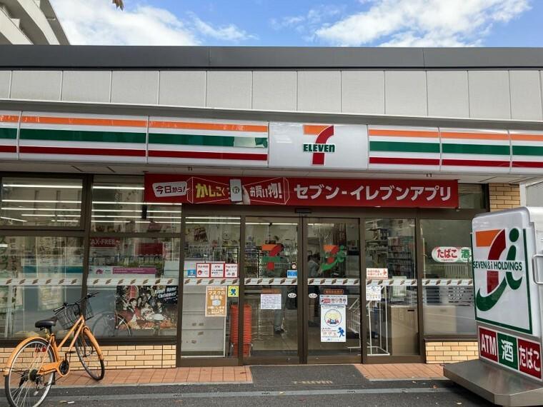 コンビニ セブン-イレブン 横浜本牧原店(お手軽に食べれる食品や日用品雑貨などを扱う便利なコンビニ。)