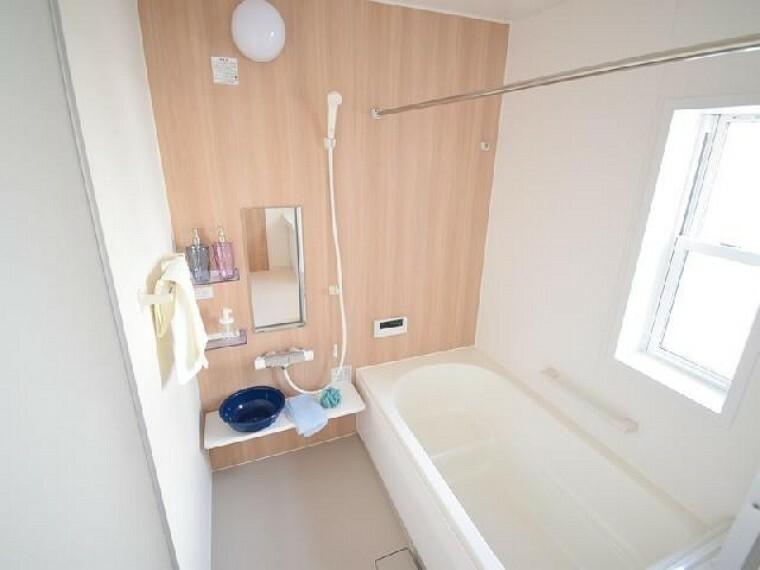 A号棟:浴室(同仕様施工例)・・・ゆったりとしたバスルームはお子様と入っても余裕の広さ!お子様と一緒に一日を振り返ってみるのもいいですね!