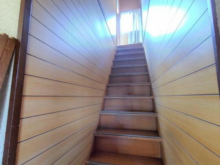 【リフォーム中】こちらは階段です。築年数が古いオウチは勾配が少し急ですが、手すりを新設するので安心して上り下りしていただけます。