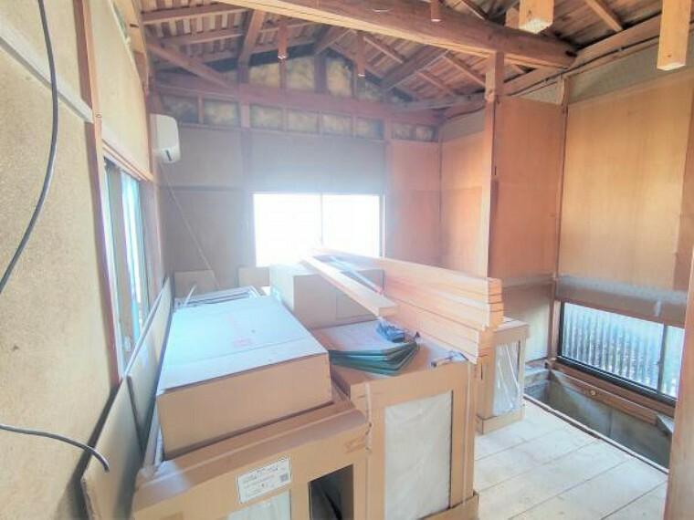 【リフォーム中】1階和室6畳は洋室に変更します。天井と壁はクロスの張替え、床はフローリングで仕上げます。収納たっぷりなので、お洋服や荷物が多い方でもお部屋が散らからず、広く使っていただけますよ。