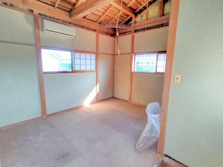 【リフォーム中】こちらは2階の和室です。これから洋室に間取り変更します。天井と壁はクロスの張替え、床はクッションフロアで仕上げます。クローゼットを新設するので、お洋服や荷物が多い方でもお部屋が散らからず、広く使っていただけますよ。