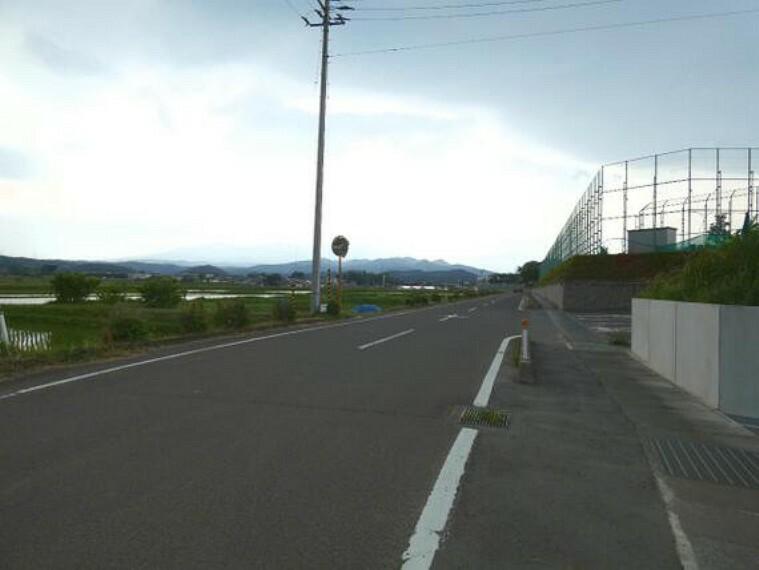 現況写真 前面道路は幅員約6mございます。