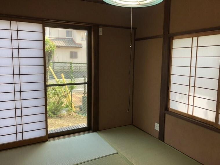 和室 庭を眺めながらホッと寛ぐ事が出来る癒しの空間