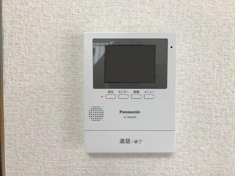 防犯設備 訪問者の確認が出来るモニター付インターホン付