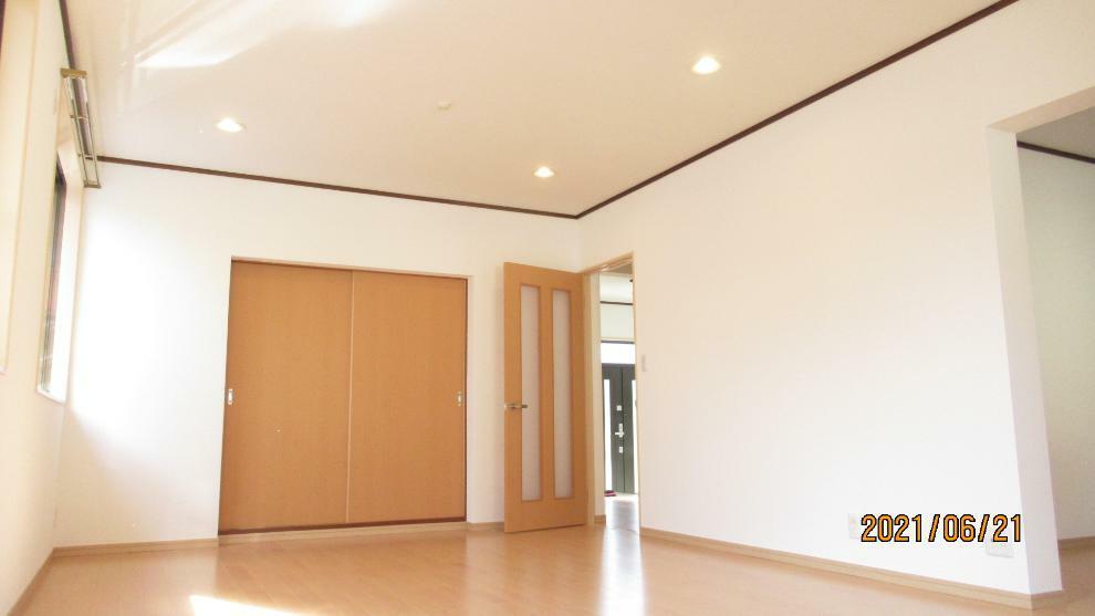 リビングダイニング 和室の扉を開けてLDKとつなげると開放的な空間に!