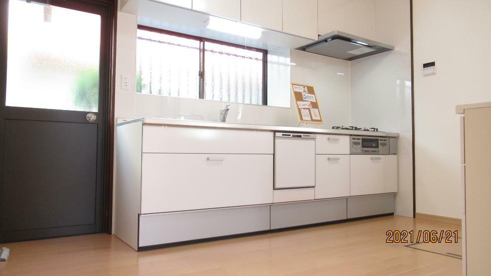 キッチン 新品のシステムキッチン! 食器洗浄乾燥機付きで洗い物も楽々!