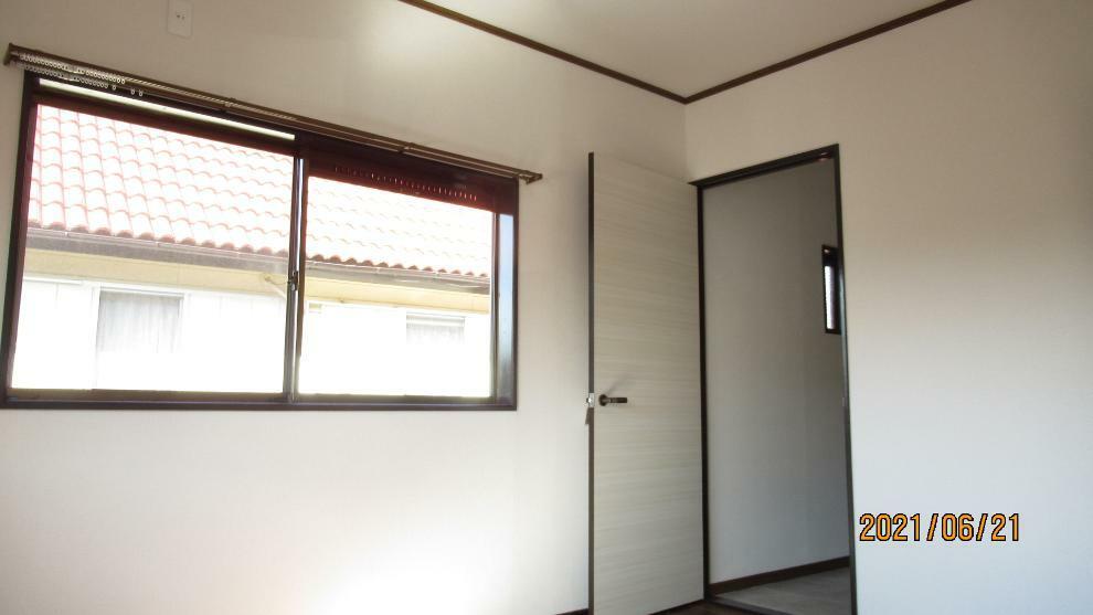 洋室 たっぷりある収納で広々空間!