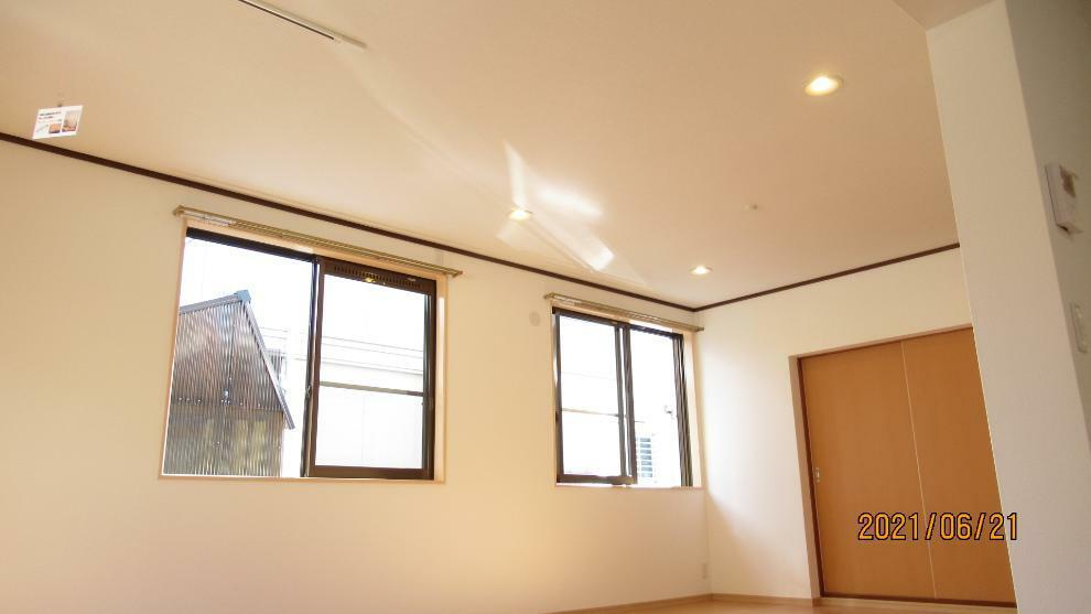 居間・リビング 窓から快適な光と風を取り込めるリビングダイニング(^^)/