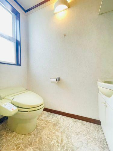 トイレ 空間も広くなる、スタイリッシュなタンクレストイレ