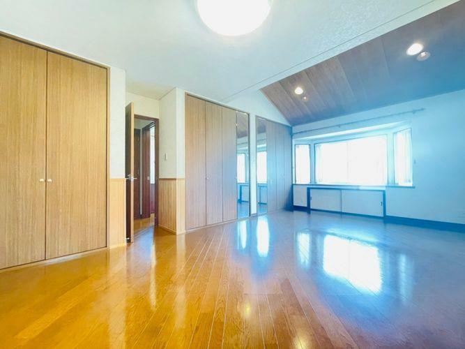 シンプルなお部屋は、それぞれの理想のイメージをかたちにしやすいですよね!