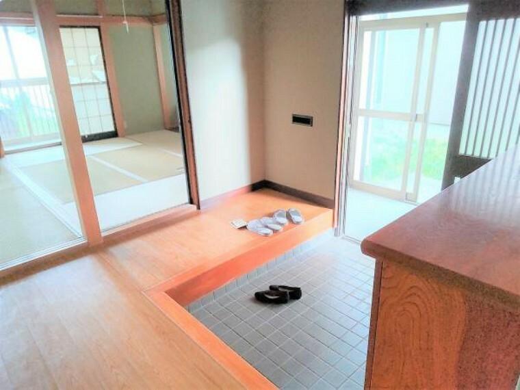 玄関 【リフォーム中】玄関ホールの写真です。スペースが広く出入りしやすいホールです。お客様を気持ちよく迎えられる玄関に仕上げます。