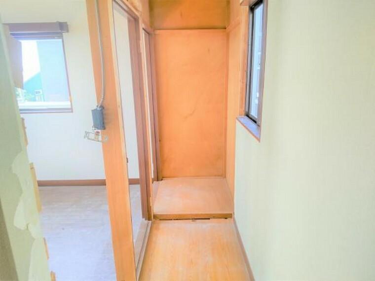 トイレ 【リフォーム中】2階廊下にトイレを新設します。2階の部屋を使う時もすぐに使用することができるので便利ですね。