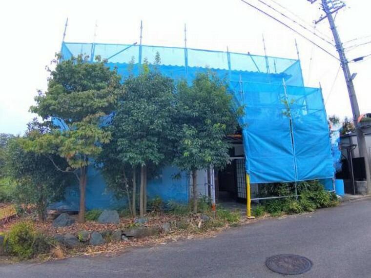 外観写真 【リフォーム中】外観写真です。たえず雨や風にさらされている外壁は塗装を行う予定です。防水性や耐久性を高め建物を守ります。