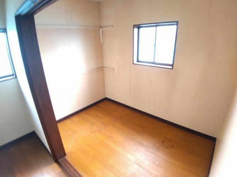 洋室 【リフォーム中】2階6帖洋室です。天井・壁のクロス張替えの他、床は上張りし照明や火災報知器も新品を設置する予定です。