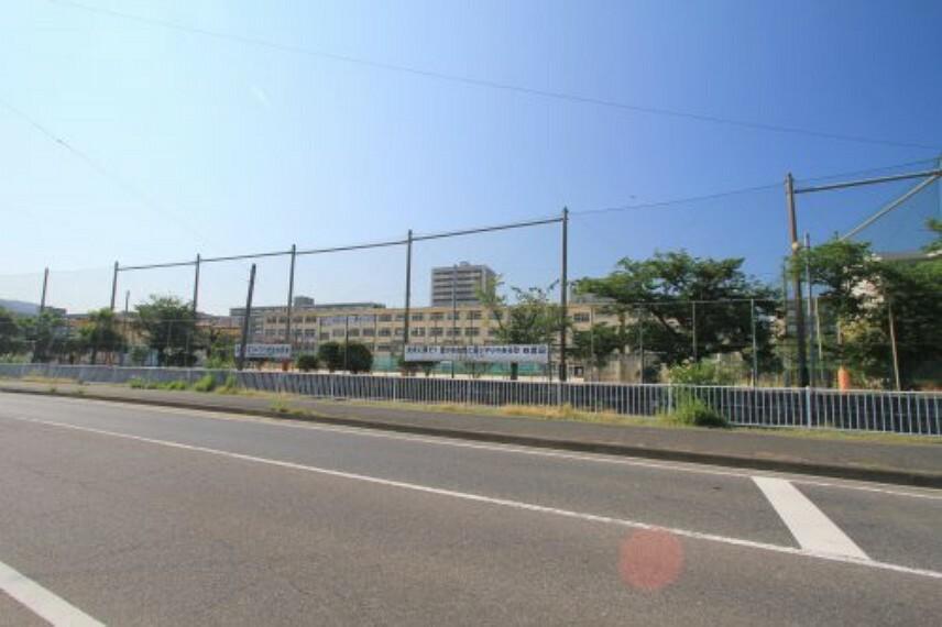 小学校 【小学校】福岡市立四箇田小学校まで500m