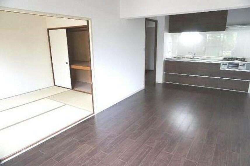 居間・リビング DKはオープンな和室とつなげると開放感が出ます。