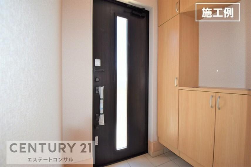 玄関 <施工例 玄関> 施錠や収納に便利なカードキー&安心のダブルロック玄関ドアです。 大容量の収納ができるシューズボックス付き。