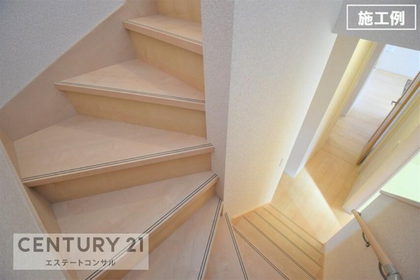 施工例 階段 お子様やご年配の方でも安心な手すり付きの緩やかな階段です。